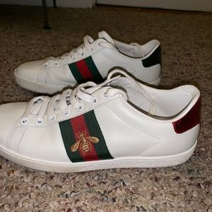 Woman's Gucci bumblebee sneakers